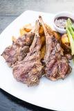 Piec na grillu jagnięcego kotlecika stek Zdjęcie Stock