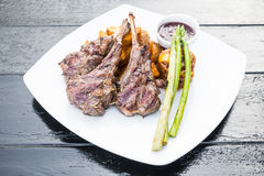 Piec na grillu jagnięcego kotlecika stek Obraz Royalty Free