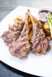 Piec na grillu jagnięcego kotlecika stek Fotografia Stock