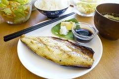 Piec na grillu Japońska naczynia saba ryba, makrela Zdjęcia Royalty Free