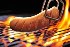 Piec na grillu kiełbasa Zdjęcia Royalty Free