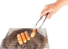 Piec na grillu kiełbasa nad gorącym grilla grillem Obraz Stock