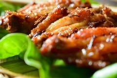 Piec na grillu korzenni kurczaków skrzydła Zdjęcia Royalty Free