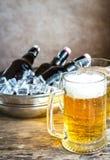Piec na grillu kubki piwo i kiełbasy Obraz Royalty Free