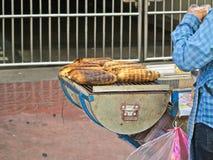 Piec na grillu kukurudza, warzywa piec na grillu kukurudzy na gorącej kuchence Zdjęcie Royalty Free