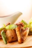 Piec na grillu kurczaków skrzydła Zdjęcia Royalty Free