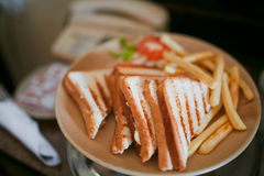 Piec na grillu kurczak kanapki Obrazy Royalty Free