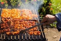 Piec na grillu kurczak na grillu ulicą Obraz Royalty Free