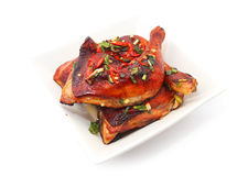 Piec na grillu kurczak noga z chillies Zdjęcia Royalty Free
