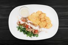 Piec na grillu kurczak pierś z grulami i kumberlandem zdjęcia stock