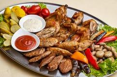 Piec na grillu kurczak pierś z pieczarkami obrazy stock
