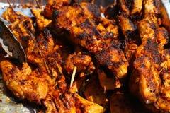 Piec na grillu kurczaka kebab w niecce obraz stock