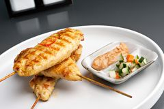 Piec na grillu kurczaka Satay Skewers Fotografia Stock
