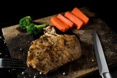 Piec na grillu kurczaka stku spojrzenie wyśmienicie Obraz Royalty Free