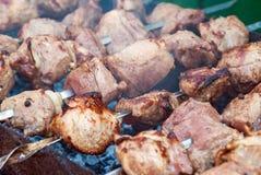 Piec na grillu marynowanego wieprzowiny mięsa wyśmienicie szaszłyka obraz royalty free