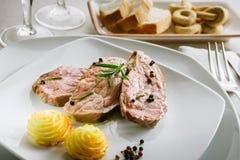 Piec na grillu mięso plasterki zdjęcia royalty free