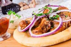Piec na grillu mięso na pita chlebie Zdjęcie Royalty Free