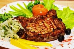 Piec na grillu mięso, piec stek fotografia stock
