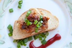 Piec na grillu mięsa i cebul skhlekbom na talerzu Obrazy Stock