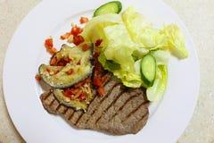 Piec na grillu minutowy stek od above Fotografia Royalty Free
