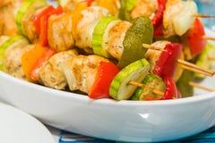 Piec na grillu mięso na kijach Zdjęcia Stock