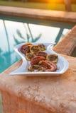 Piec na grillu ośmiornica podczas Hawajskiego zmierzchu Fotografia Royalty Free
