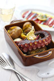 Piec na grillu ośmiornica z grulami, polvo lagareiro, Portugalska kuchnia Fotografia Stock