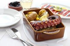 Piec na grillu ośmiornica z grulami, polvo lagareiro, Portugalska kuchnia Zdjęcia Stock