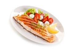 piec na grillu łososiowi warzywa zdjęcie royalty free