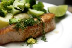 piec na grillu łososiowy stek Obraz Stock