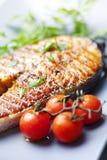 piec na grillu łososiowy stek Zdjęcie Royalty Free