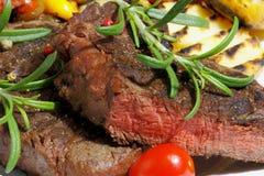 Piec na grillu polędwicowy wołowina fotografia royalty free
