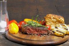 Piec na grillu polędwicowy wołowina zdjęcia stock