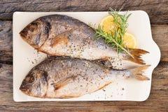 Piec na grillu ryba od above Owoce morza luksusowy łasowanie obraz stock