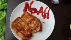 Piec na grillu ser z miłością Zdjęcie Royalty Free