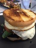 Piec na grillu serowy jajeczny hamburger Zdjęcia Stock
