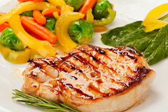 Piec na grillu stek z warzywami Zdjęcia Royalty Free