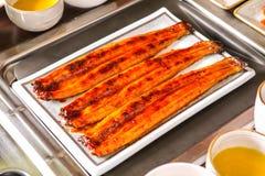 Piec na grillu węgorze na stole obraz royalty free