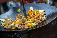 Piec na grillu warzywa i pieczarki outdoors Zdjęcie Stock