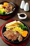 Piec na grillu warzywa i stek Zdjęcia Royalty Free