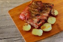 Piec na grillu warzywa i, wyśmienicie nieociosany jedzenie Zdjęcia Stock
