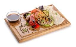 Piec na grillu warzywa na drewnianym tle Zdjęcia Stock