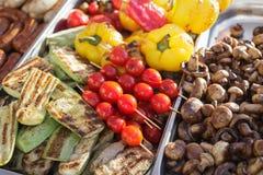 Piec na grillu warzywa na tacy Zdjęcia Royalty Free
