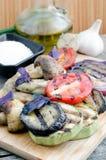 Piec na grillu warzywa z basilem na tnącej desce Obraz Royalty Free