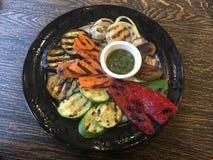Piec piec na grillu warzywa z pesto zdjęcia royalty free