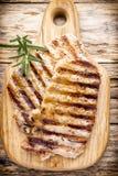 Piec na grillu wieprzowina kotlecików kawałki Pikantność i rozmaryny Zdjęcie Royalty Free