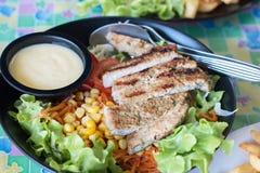 Piec na grillu wieprzowina kotleciki z warzywami Obrazy Royalty Free
