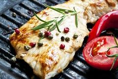 Piec na grillu wieprzowina stek z rozmarynami i warzywami Zdjęcie Stock