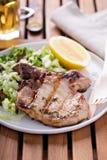 Piec na grillu wieprzowina z sałatką zdjęcie royalty free