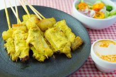 Piec na grillu wieprzowiny satay i słodcy ziele z Thailand& x27; s jedzenie był bardzo popularny w Tajlandia obraz stock